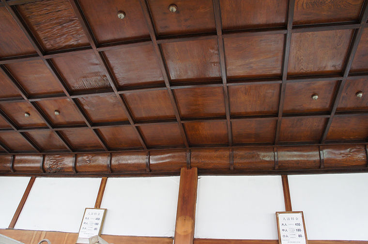 東京型銭湯の天井は、なぜ高い?